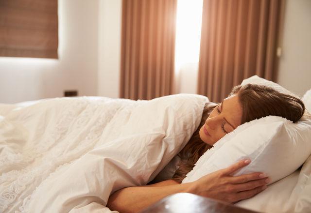 「重たい布団」で寝た方が、快眠できる【米・研究結果】