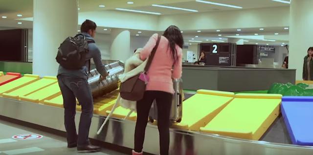 【感動】空港でリアル「人生ゲーム」をやってみたら・・・