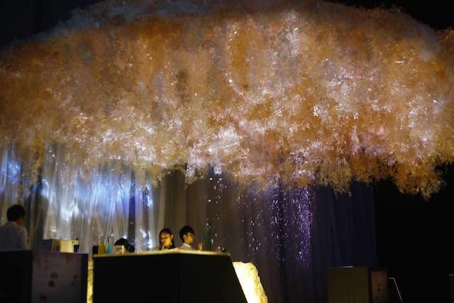 """生花がデジタルアートとコラボ 花を""""五感""""で感じるイベント「FLOWERS BY NAKED」"""