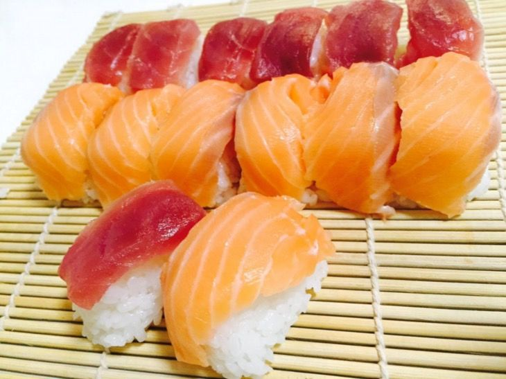 100均の製氷トレーを使えば「2分で寿司(14個)」が作れる!