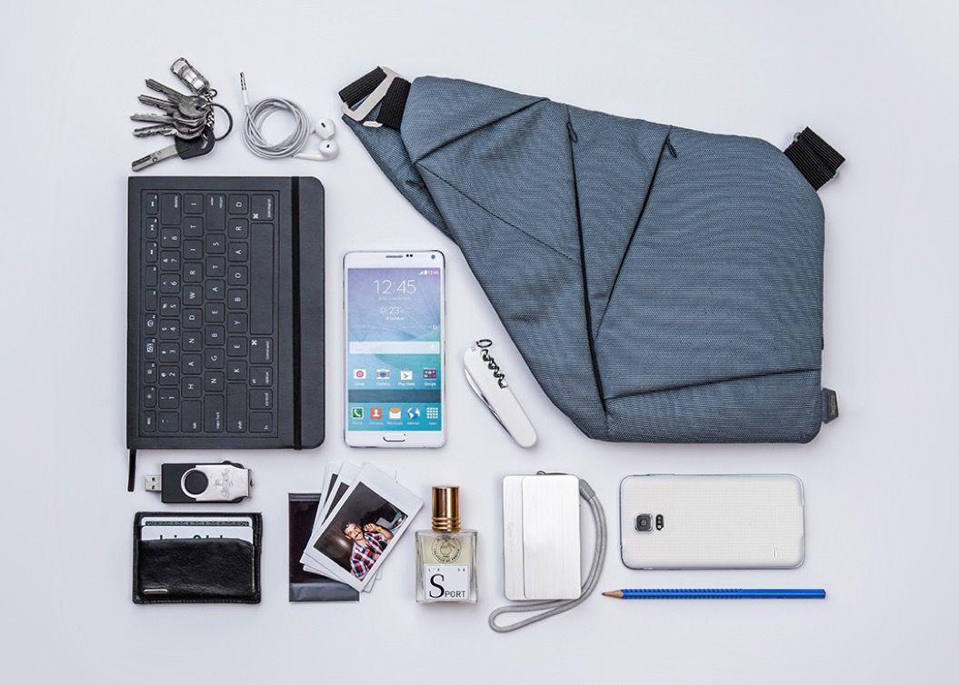 スーツにピッタリ!モバイルや小物がサッと取り出せる「バッグ」