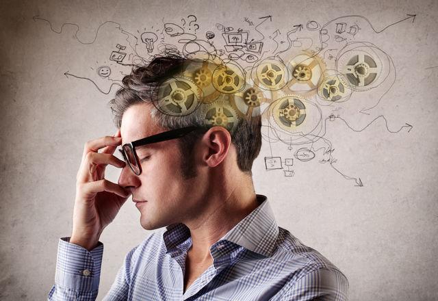 旅先でよく眠れない理由は、脳が「サバイバルモード」に切り替わるから!(米・大学)