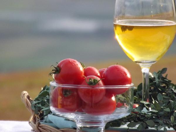 ある場所でのみ楽しめる「透明なトマトジュース」って?