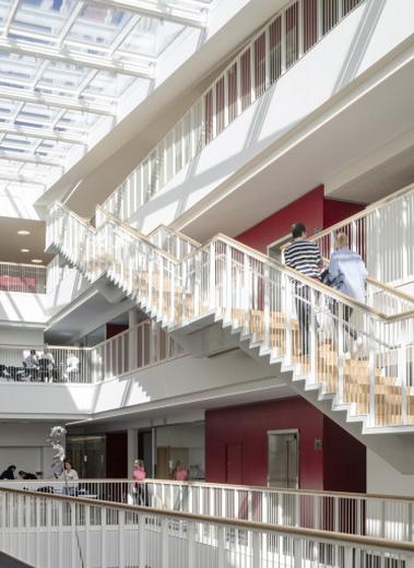 自然光を取り入れた開放的なデザイン デンマークの病院がまるでホテル