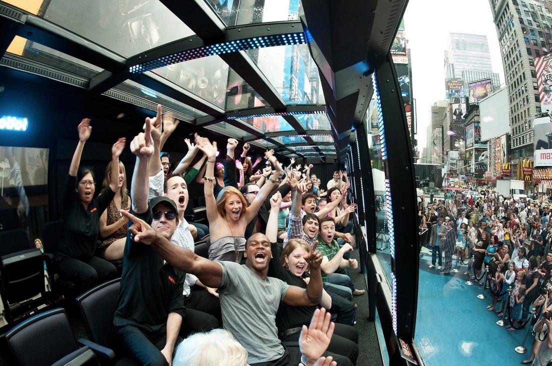 世界を熱狂させるNYバスツアー「THE RIDE」 街全体がステージに!