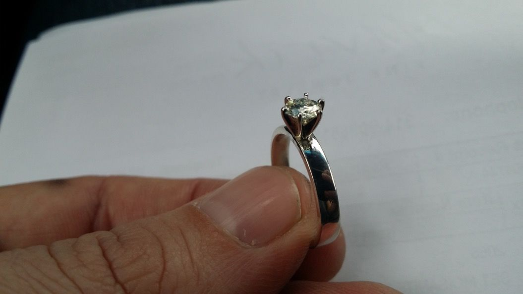 とある男性が、彼女に内緒で作った「手づくりの指輪」が素敵・・・