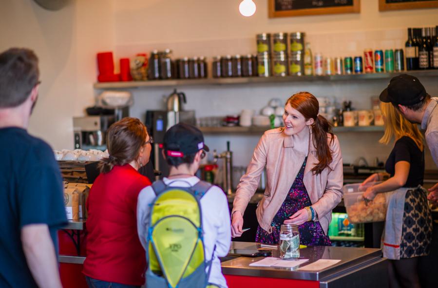 コーヒーやクラフトビールが飲める ポートランドの「コインランドリー」は人々が集まるコミュニティの場だった