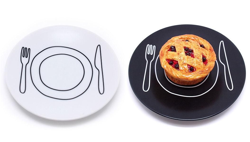 イギリス人デザイナーが手がける、料理をのせるだけで「かわいく」見えるお皿。
