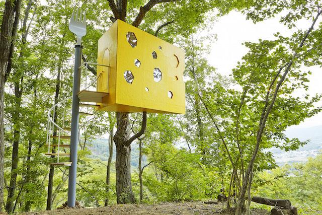 長野県にアートな「ツリーハウス」が点在する森があった!