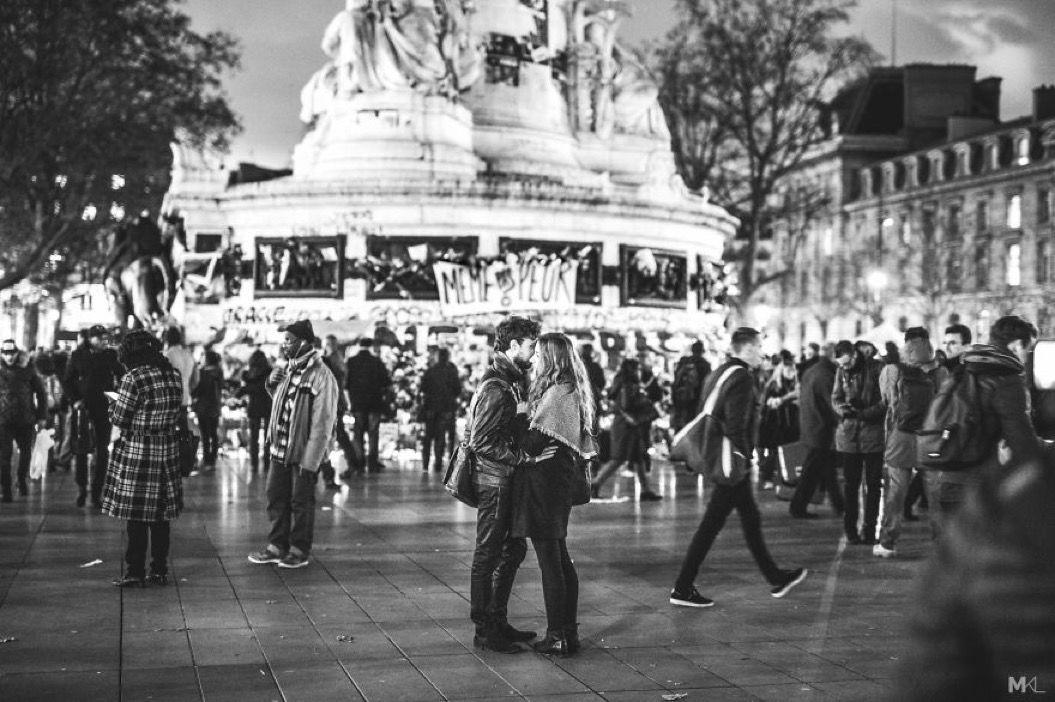 街中での「Kiss」を撮影した、17枚の写真