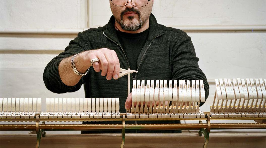 一台のグランドピアノ「Steinway」ができるまで(写真39枚)