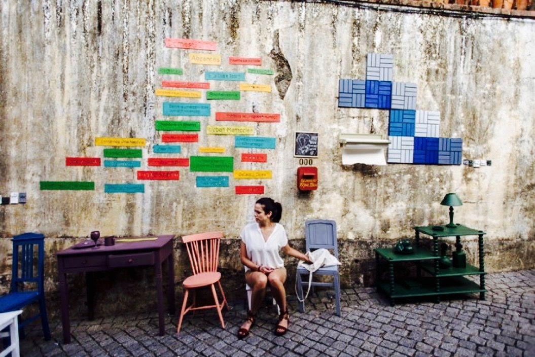 路地に家具を置いて、模様替えしちゃえ!(ポルトガル)