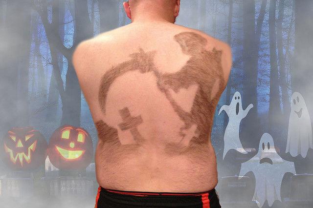 伸ばし続けた「背中の毛」をカレンダーに・・・その理由に拍手!