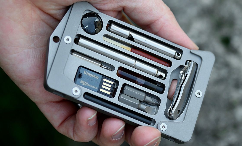 筆記用具からサバイバルギアまで勢揃い!多機能カードホルダー「Jackfish」