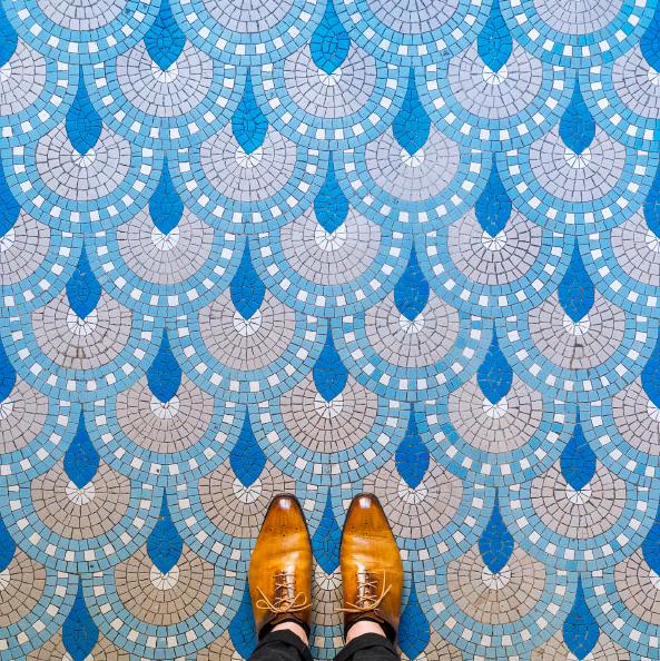 見上げていては絶対に見逃してしまう。バルセロナ「足元の芸術」22枚
