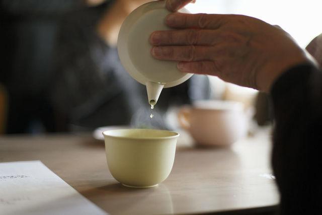 伝統の急須をアップデートした色鮮やかな「TOKONAME」でお茶をいれてみませんか?