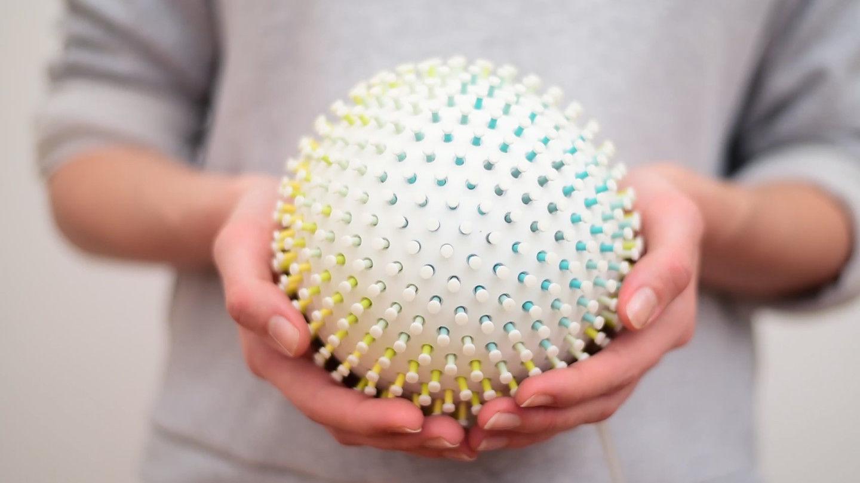 触っただけでストレスが浮き彫りになる「ボール」