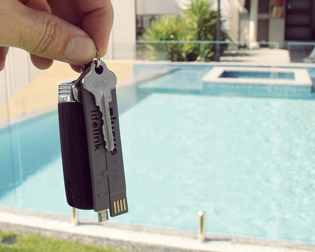 超コンパクト!財布にも入る「折りたたみ式スマホ充電ケーブル」