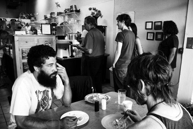 支払いは募金箱、お金がなくてもお手伝いで一食タダ。10年以上も「NPOカフェ」が愛され続けるワケ
