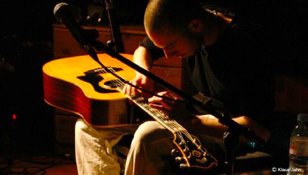 「Eric Mongrain」のギタープレイはまるでピアニスト