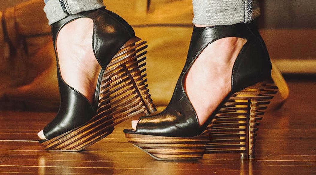 1日履いても足が痛くない!?美脚をムリしない「デュアルヒール」。しかもエレガント!