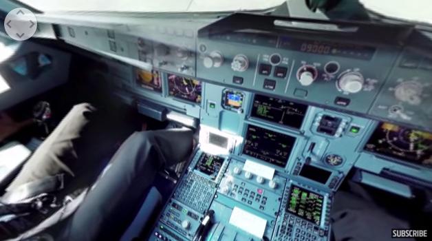 360度カメラが捉えたコックピットからの映像。気分はまさにパイロット