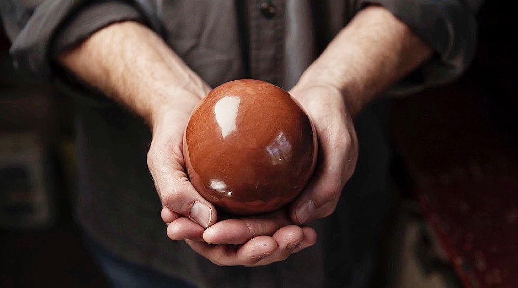 アメリカに、究極の「光る泥だんご」を追求する男がいた!