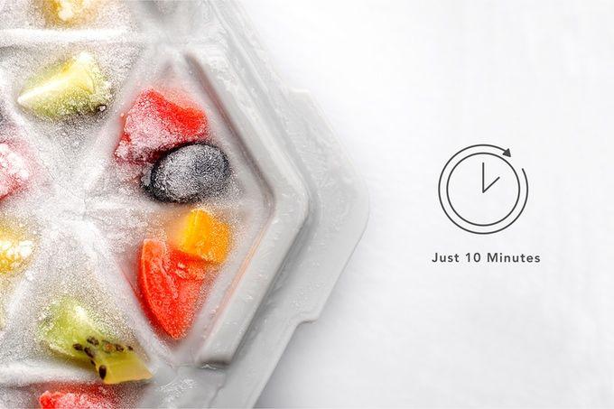 たった10分で氷が作れるトレイ「FreezTHAT!」。フローズンフルーツやスイーツにも!