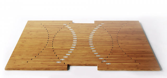 テーブルや椅子に変身する「魔法の一枚板」がすごい!