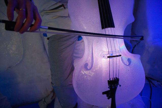 氷で作られた楽器で奏でるコンサート「ICE MUSIC」が幻想的すぎる!