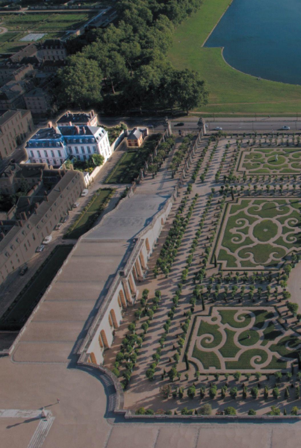 「ベルサイユ宮殿」にホテルとレストランがオープン!料理に腕をふるうのはアラン・デュカス氏