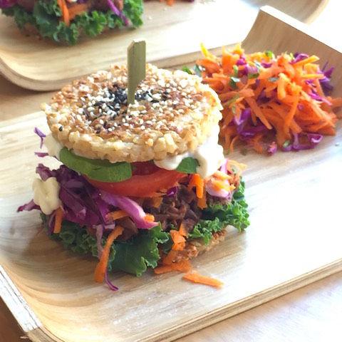 なぜかアメリカ人が夢中になっている「Sushi Burger」がスゴかった!