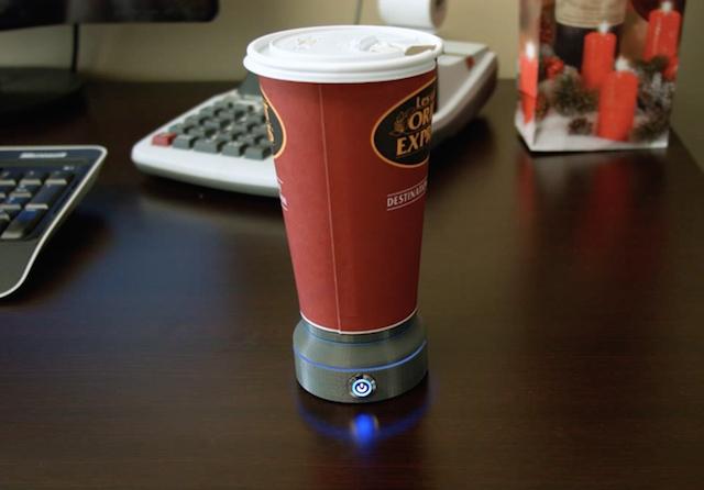 冷めたコーヒーを温めてくれる!紙コップウォーマー「LAVACLIP」なら、持ち運びもラクラク