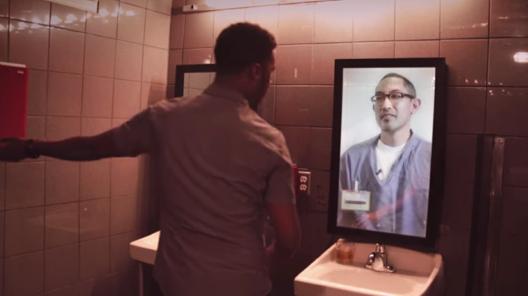 突然、BARのトイレの鏡から謎の男が語りかける。「衝撃の事実」に酔いが覚めたワケとは?