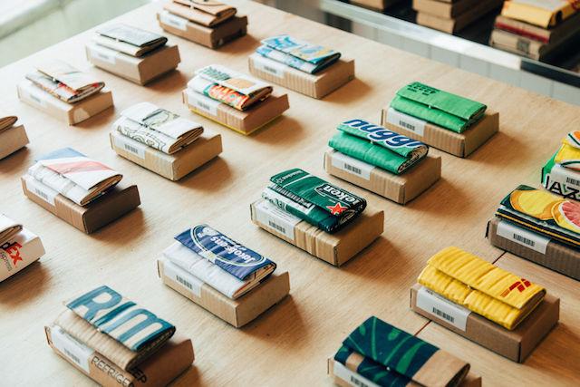 世界中で拾った段ボールが、財布として生まれ変わる「Carton」って?