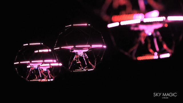 こんな映像見たことない!富士山をバックに、ドローンと三味線、LEDライトがコラボ