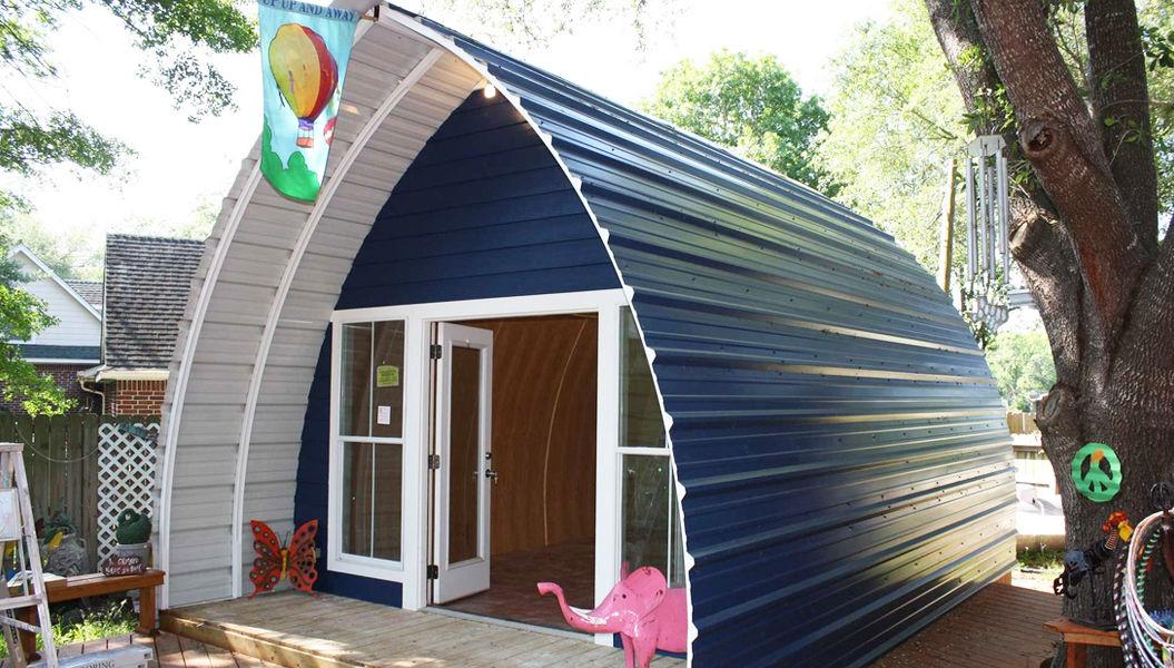小さなおうちに大きな夢。物欲そそる「アーチ型」のタイニーハウス