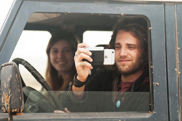 この「PICTAR」に装着するだけで、iPhoneが本格的なカメラに大変身!