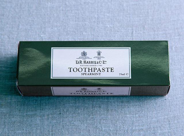 200年以上も愛され続ける、英国王室御用達の「歯磨き粉」を使ってみたい