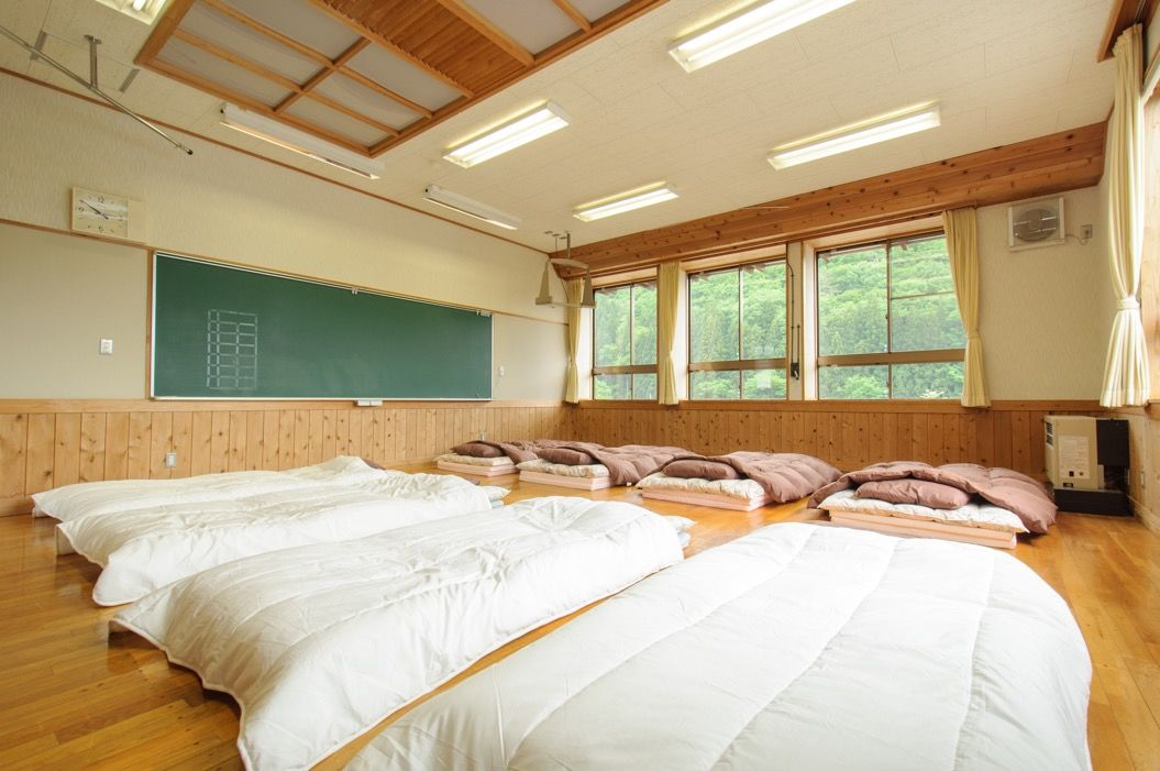 「泊まれる学校 さる小」で合宿したいっス!