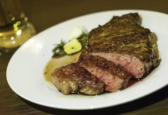 話題の「オイルラッピング」で、ステーキを高級な味に!