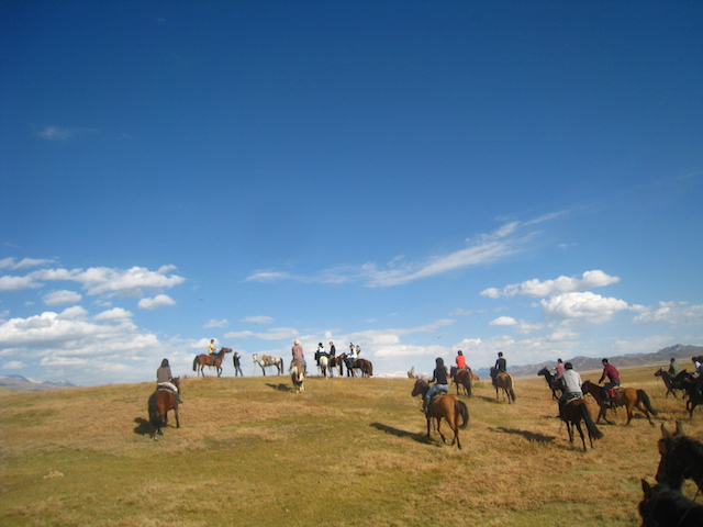 馬で旅し、ゲルに泊まる!モンゴルの「遊牧文化」を体感できるキャラバンツアー