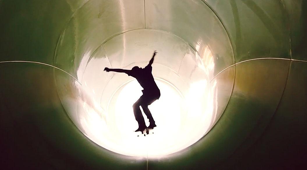 待ちに待ったウォータースライダーの休園日・・・スケートボードで走っちゃいました!