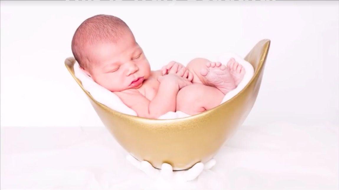 ママのお腹で型をとった「赤ちゃん用ベッド」。フィット感にほっこり♡