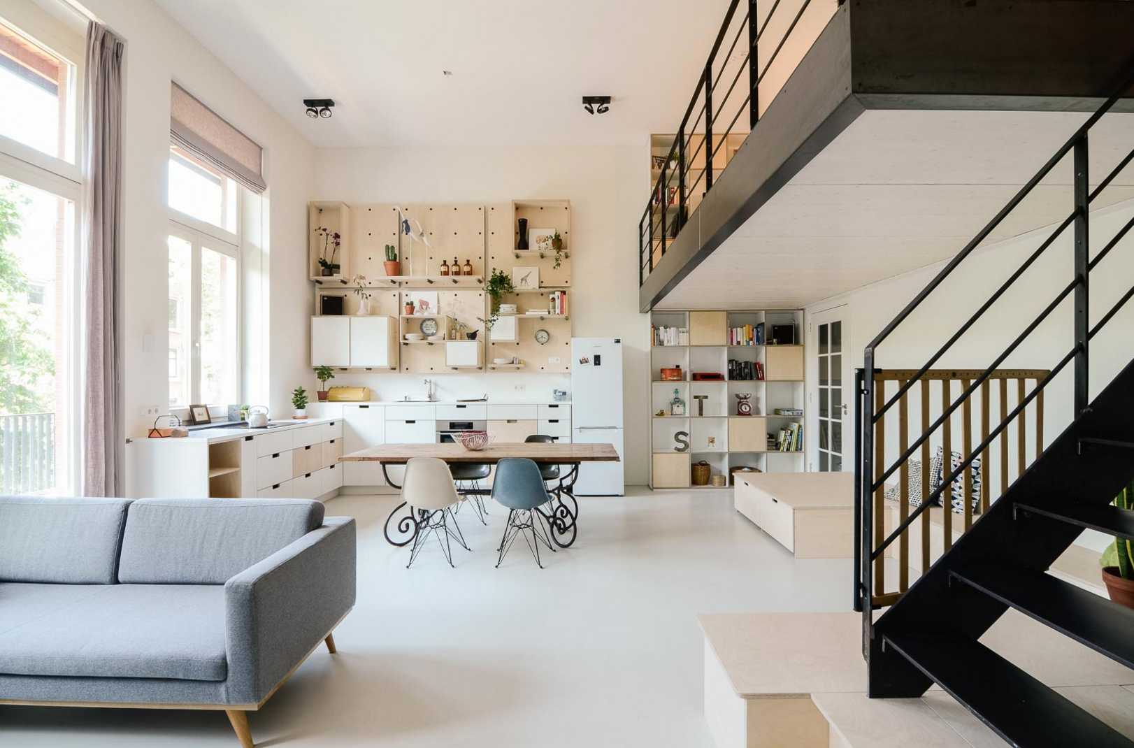 職員室がベッドルーム!?オランダに、廃校をリノベーションした「共同住宅」ができました
