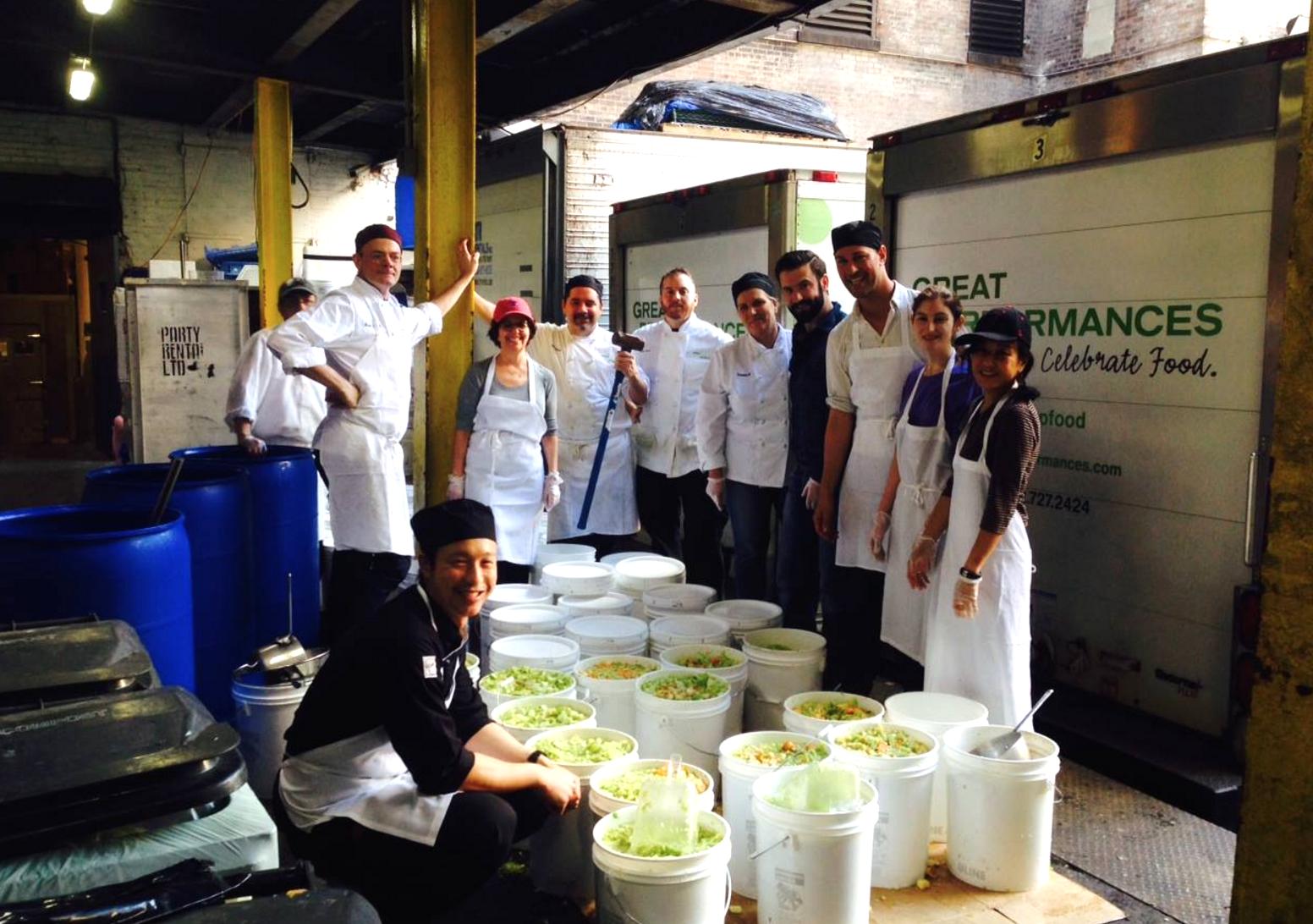 NYミシュランシェフ考案の「廃棄食材」を使った料理。みんなで作って美味しくで食べて