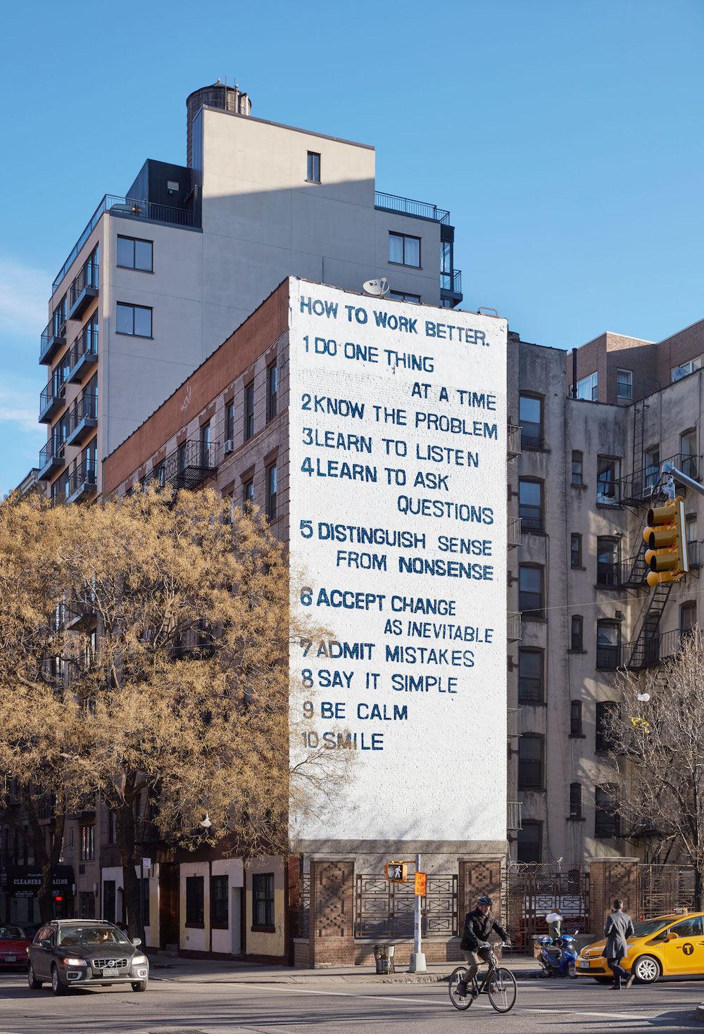 NYのビルに描かれた「10の仕事論」が話題に!