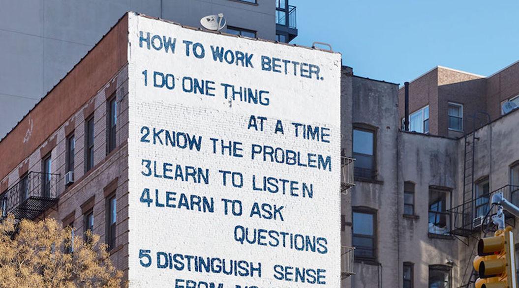 nyのビルに描かれた 10の仕事論 が話題に tabi labo