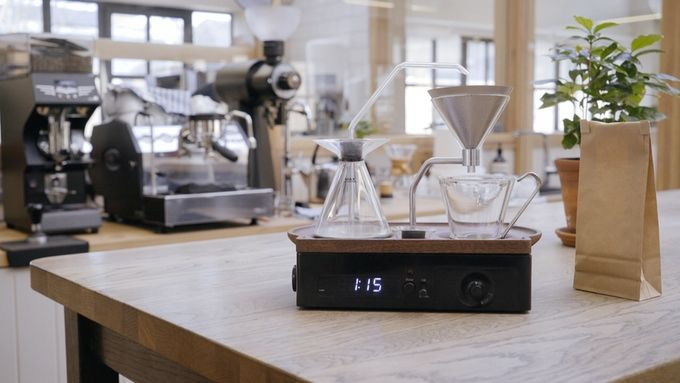 淹れたてコーヒーの香りで起こしてくれる「ドリッパー型目覚まし時計」に、心踊る!(動画あり)