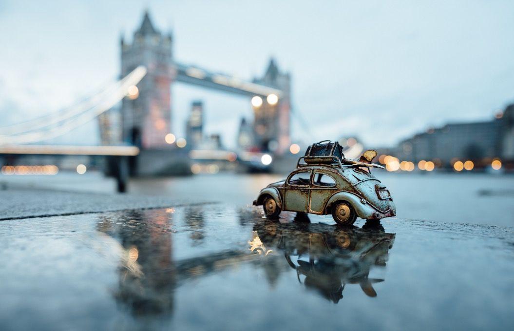 小さな車で、大きな世界を旅しよう!ワクワクする「ミニカーの冒険写真」33枚